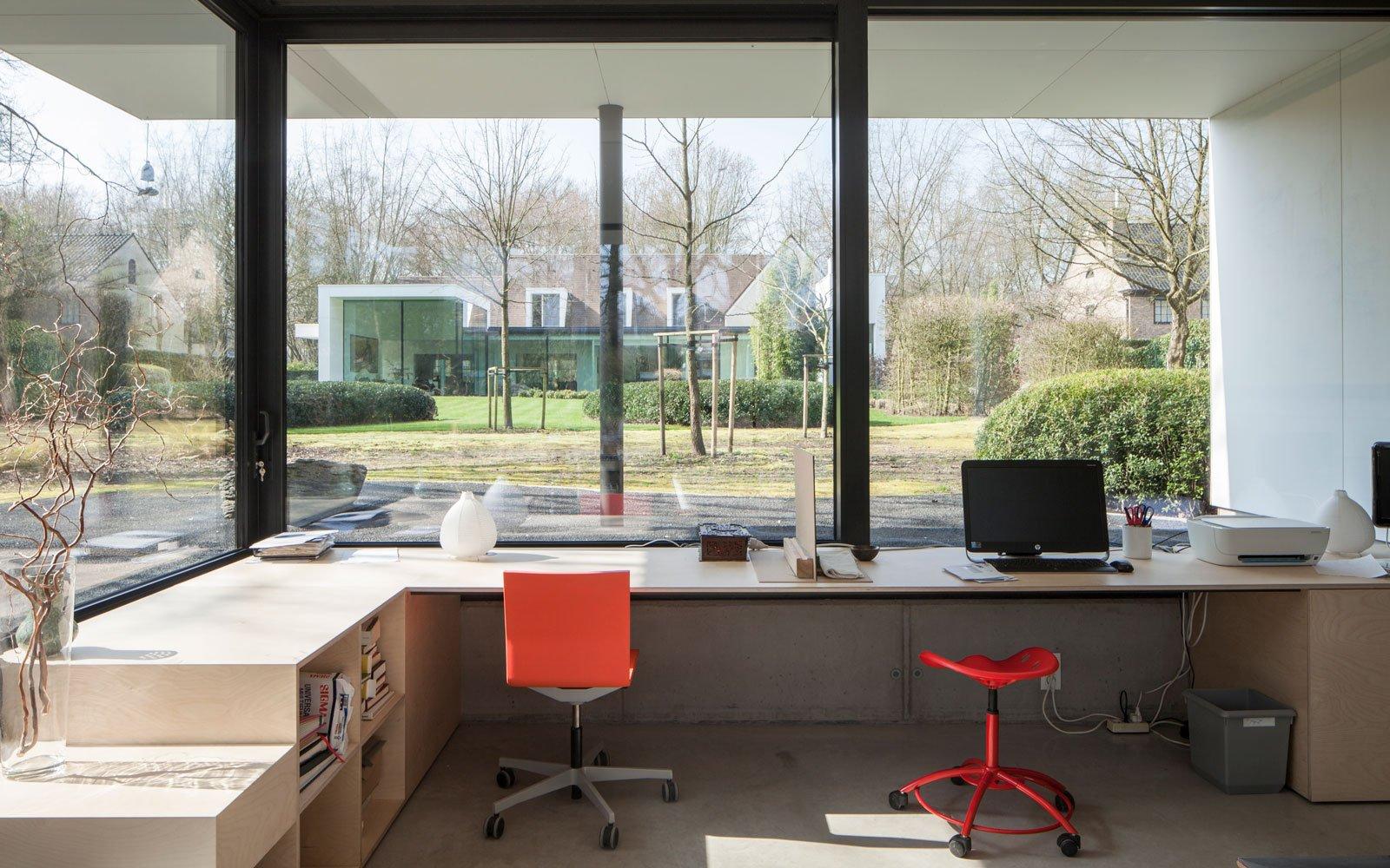 Kantoor, grote ramen, glas, zicht op de tuin, renovatie, p.ed architecten