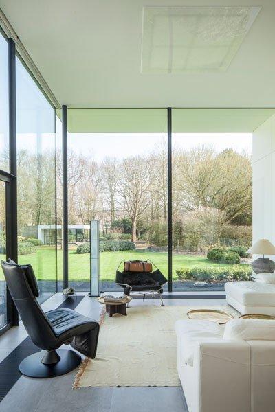 Tuinkamer, zicht op de tuin, grote ramen, veel glas, lichtinval, genieten, renovatie, p.ed architecten
