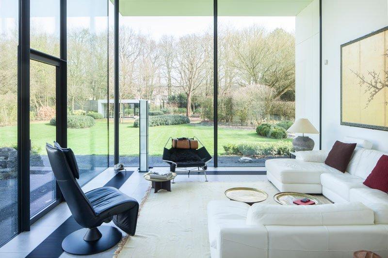 Grote ramen, veel glas, tuinkamer, lounge, zetel, renovatie, p.ed architecten