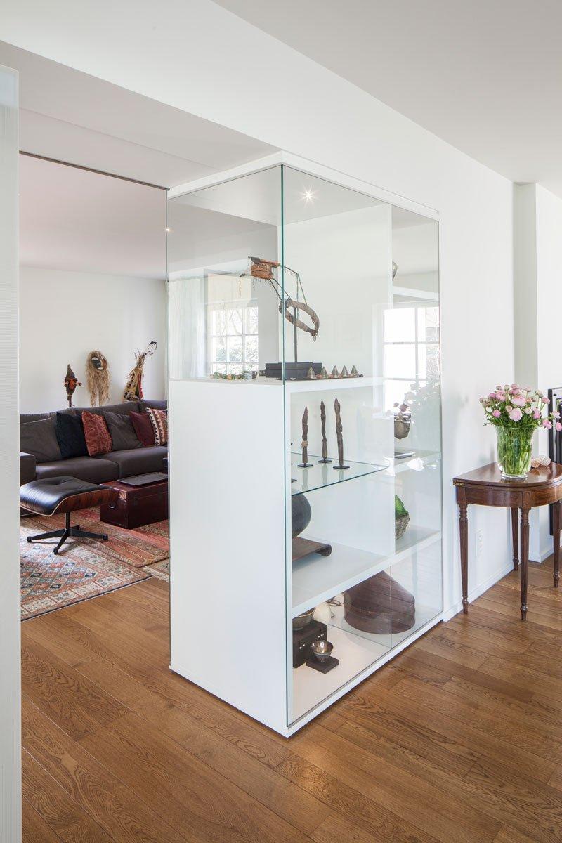 Woonkamer, parketvloer, houten vloer, witte kast, meubilair, renovatie, p.ed architecten