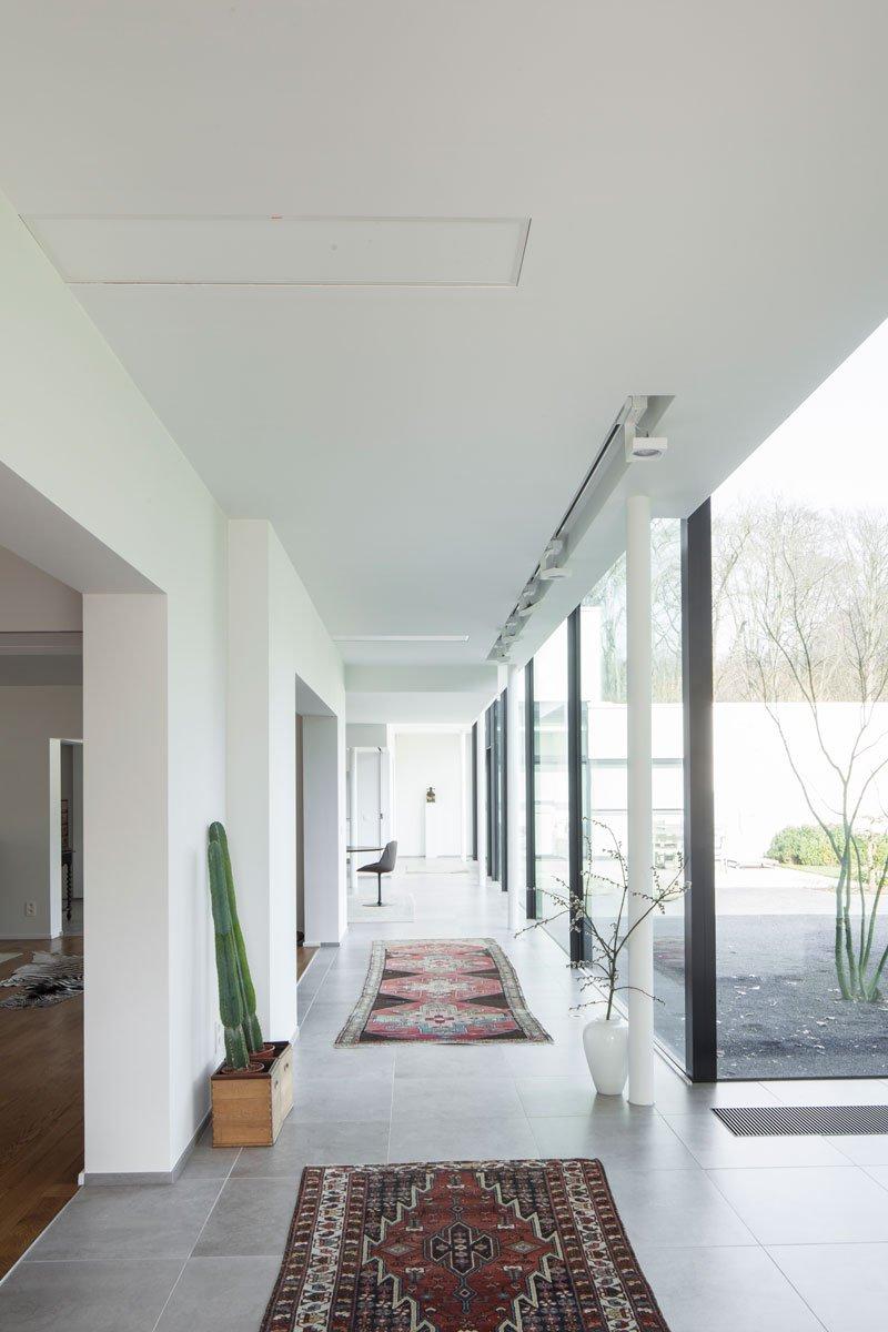 Hal, grote ramen, lichtinval, ruimtelijk, renovatie, p.ed architecten