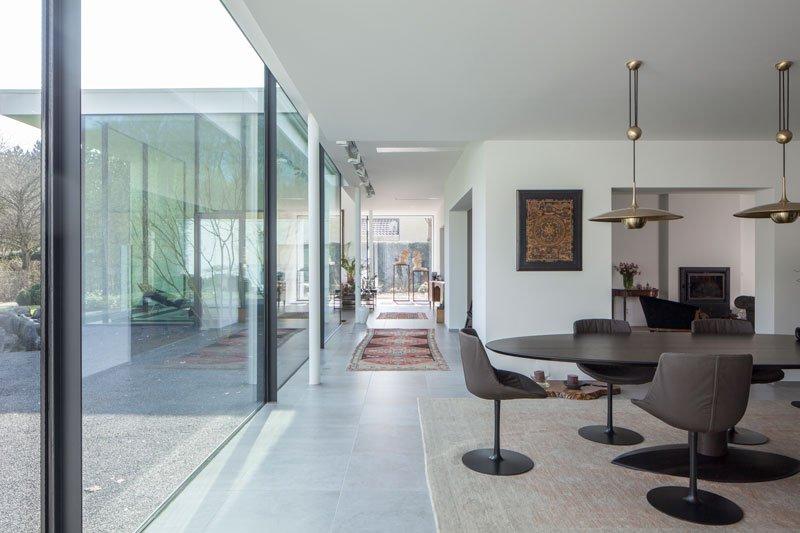 Hal, woonkamer, grote ramen, zithoek, licht en ruimte, renovatie, p.ed architecten