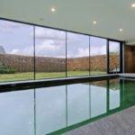 Zwembad, Michiel van Raemdonck, Luxe Zwembaden, Minimalistisch, Strak, Interieur, Binnenzwembad, Groen zwembad, Glazen wand