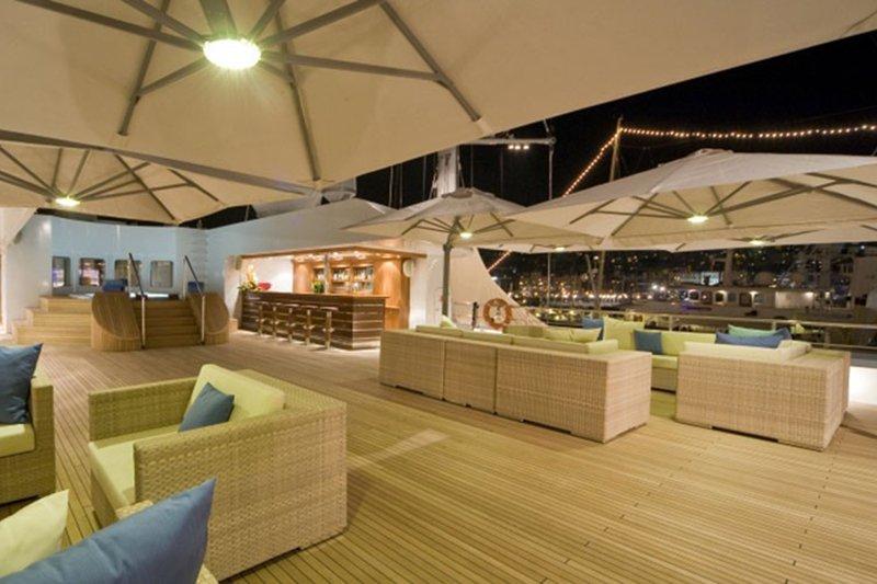 Solero Parasols, luxe yacht, zweefparasol, zonbescherming, bootparasols, the art of living, parasol