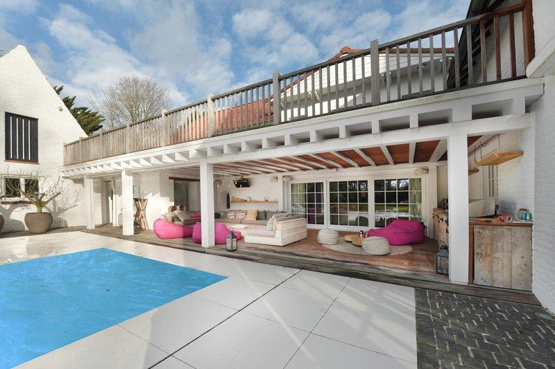 Tuin, zwembad, terras, overkapping, lounge, grote ramen, landelijk strak, Jurgen Weyne