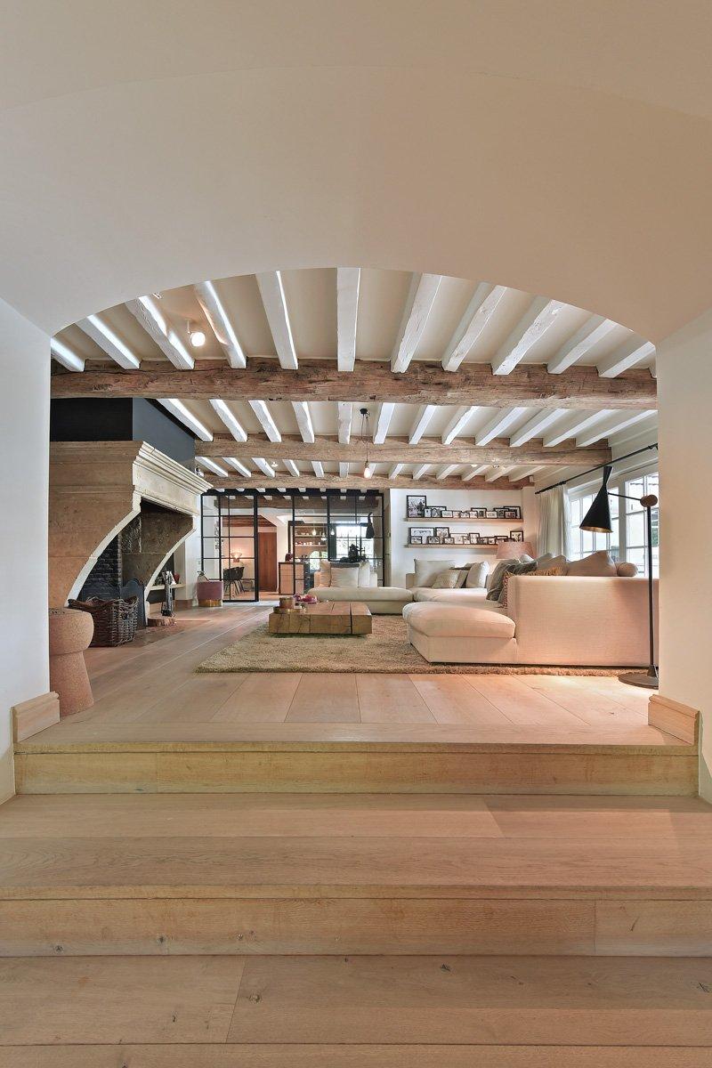 Doorkijk, houten vloer, Van de Velde Hout, houten balken, open haard, living, landelijk, strak, Jurgen Weyne