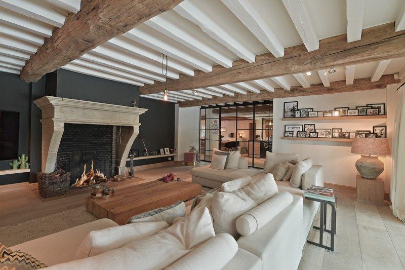 Woonkamer, living, houten vloer, Van de Velde Hout, open haard, Van Hyfte Wonen, houten balken, landelijk, strak, Jurgen Weyne