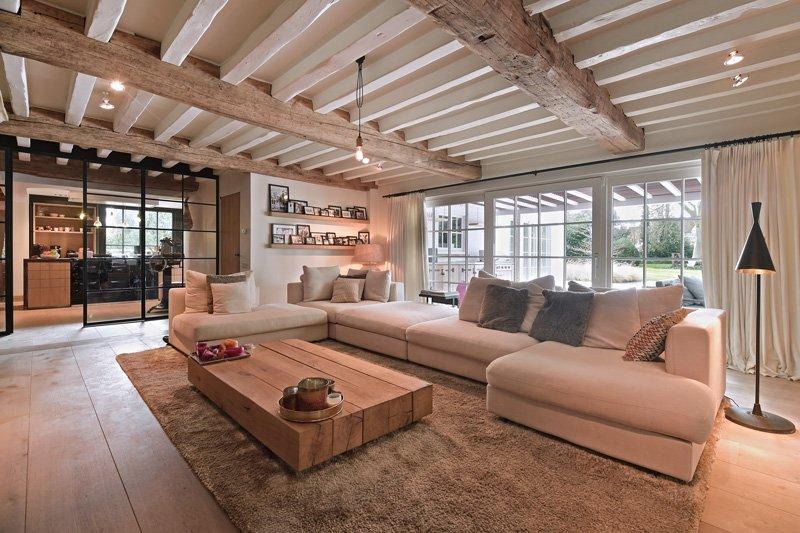 Woonkamer, living, houten vloer, Van de Velde Hout, open haard, interieur, Van Hyfte Wonen, houten balken, landelijk, strak, Jurgen Weyne