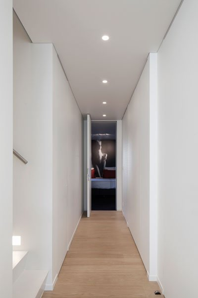 Hal, gang, houten vloer, de Voogt Parket, parketvloer, Knokse duplex, Stephan Gunst