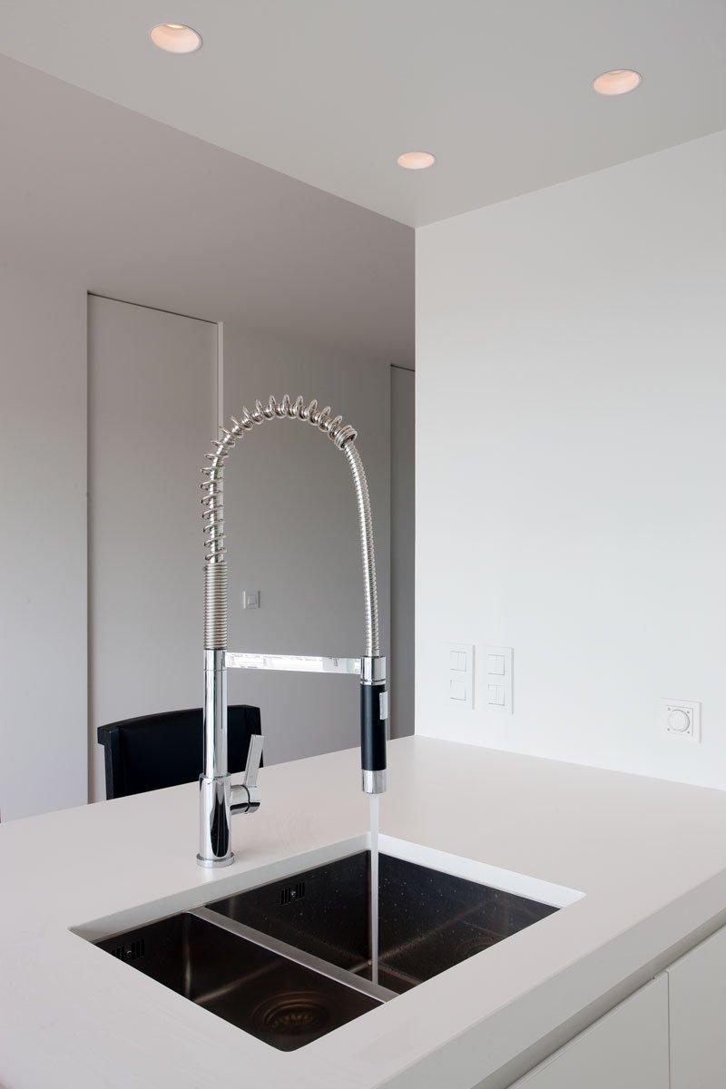 Keuken, strak, modern, wit en zwart, kraan, droomappartement, Stephan Gunst