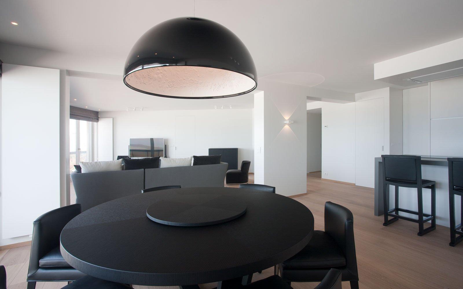 Appartement, woonkamer, sfeervol, ronde tafel, parketvloer, De Voogt Parket, droomappartement, Stephan Gunst