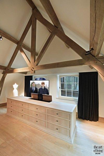 Slaapkamer, dressing, televisie, houten balken, natuurlijke materialen, klassiek modern, Jurgen Weyne