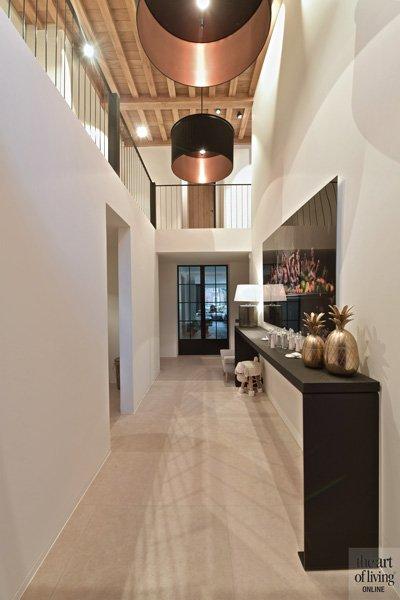 Hal, vide, houten vloer, verlichting, stalen deuren, ruimtelijk, klassiek modern, Jurgen Weyne
