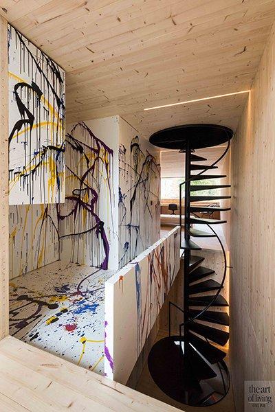 Icoon Architecten, wenteltrap door het hele huis, staal, kleurrijk sculptuur
