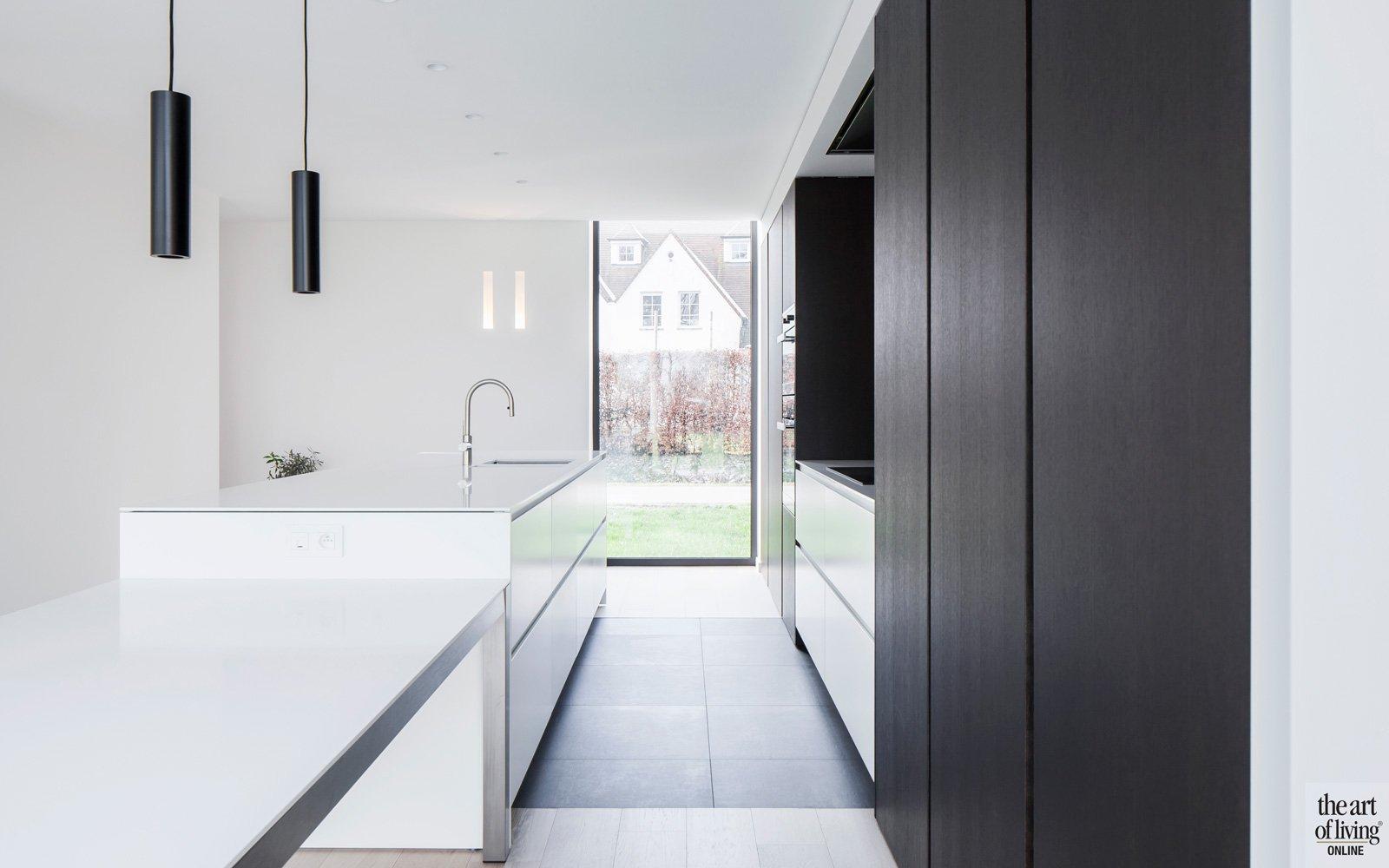 Maatwerk keuken, De Keukenarchitecten, strak, wit, ruimtelijk, kookeiland, sfeervolle woning, Hulpia Architecten