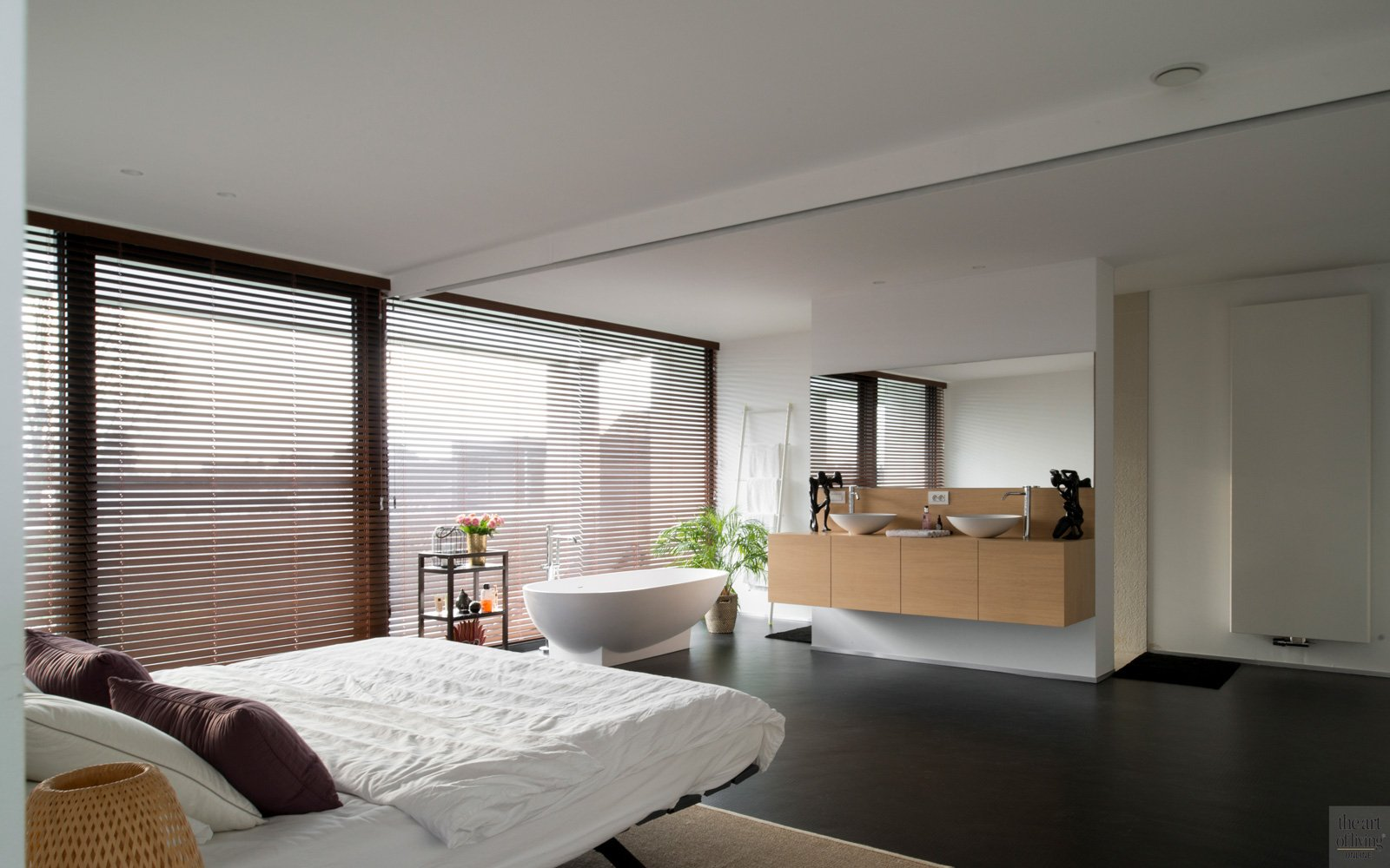 Slaapkamer, badkamer, vrijstaand bad, dubbele lavabomeubel, master bedroom, Desco Wijnegem, Dave Pacquee