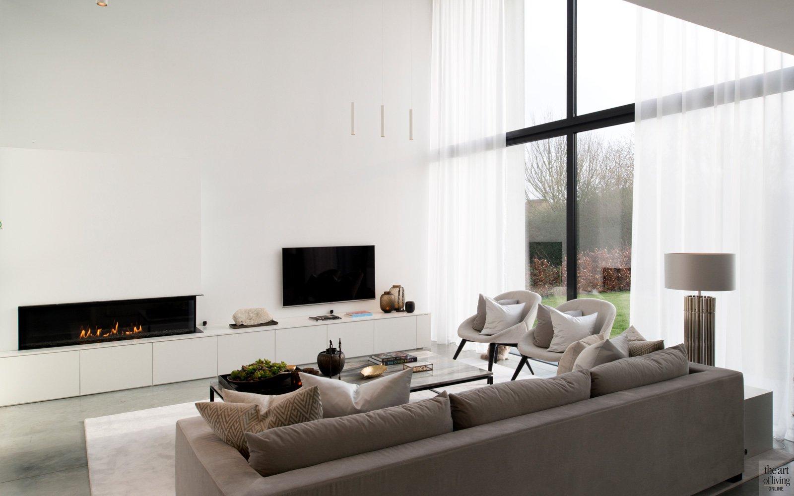 Woonkamer, living, hoge plafonds, hoge ramen, veel licht, vide, televisie, Kast-ID, tv-meubel, hedendaagse villa, Leers & partners