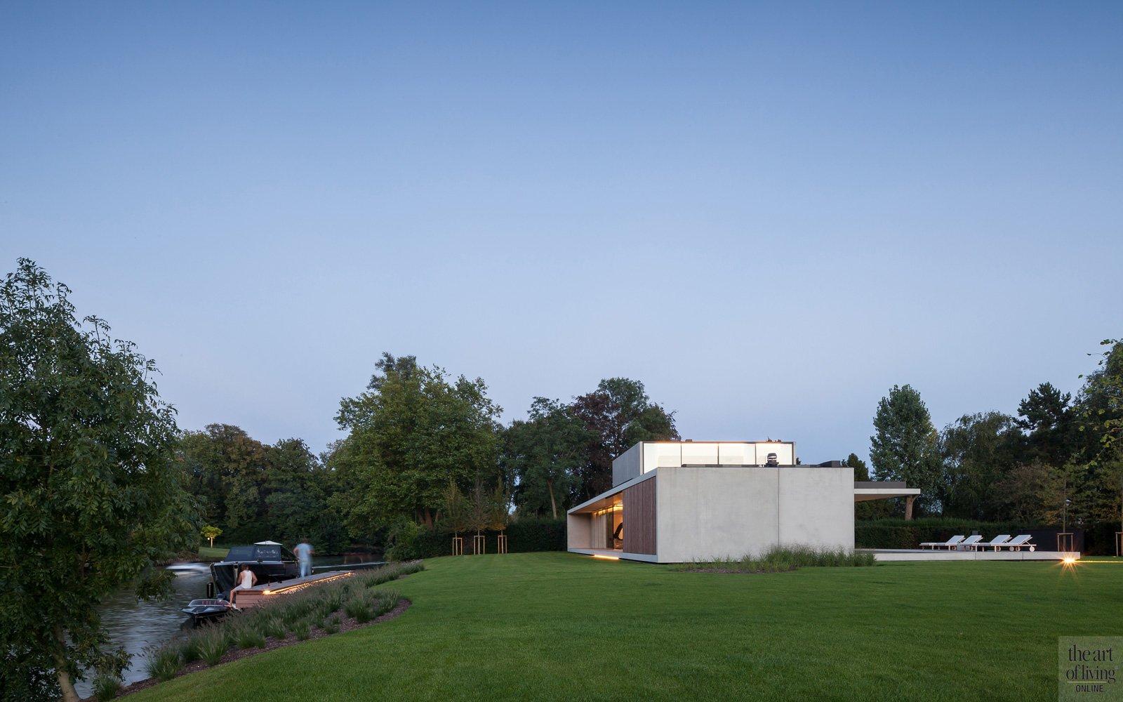 Tuin, landschapstuin, Frederiek Snaet, futuristische woning, Meubili, Betonal, Stone West, Bob Monteyne, zwembad,m Govaert en Vanhoutte Architects