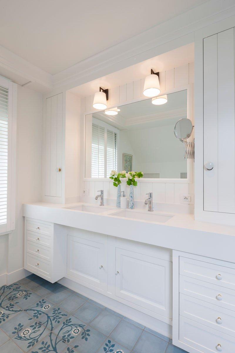 Badkamer, blauw, wit, sanitair, bad, douche, wastafel, Amerikaanse stijl, b+ villas