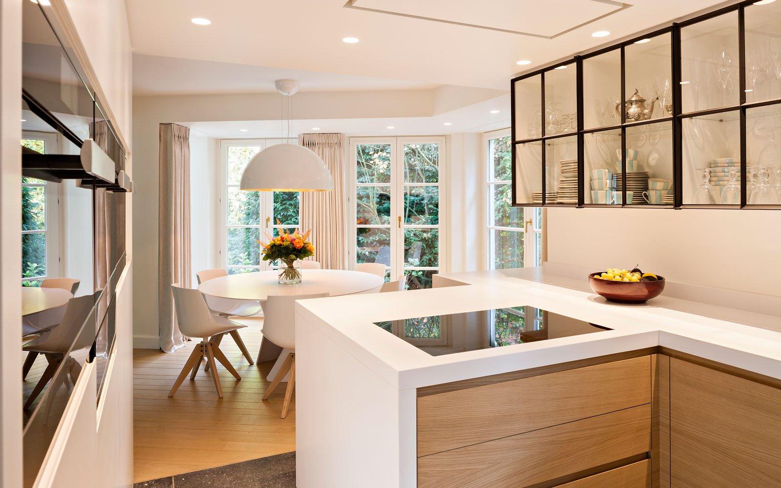 Keuken, hout, staal, glas, houten vloer, klassieke villa, b+ villas