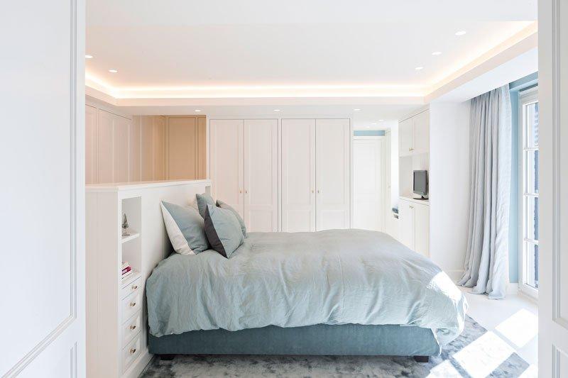Slaapkamer, master bedroom, bed, maatwerk kasten, klassieke villa, b+ villas