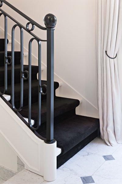 Hal, trap, reling, bovenverdieping, klassieke villa, b+ villas