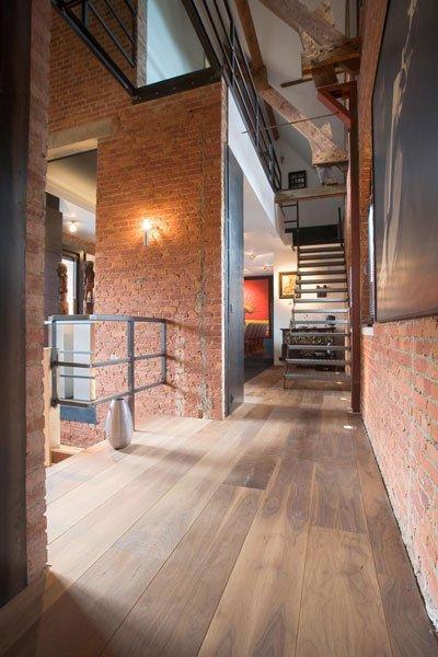 Houten vloer, Balustrade, staal, trap, doorkijk, ruimtelijk, verbinding, woning in klooster, Bart van Wijk