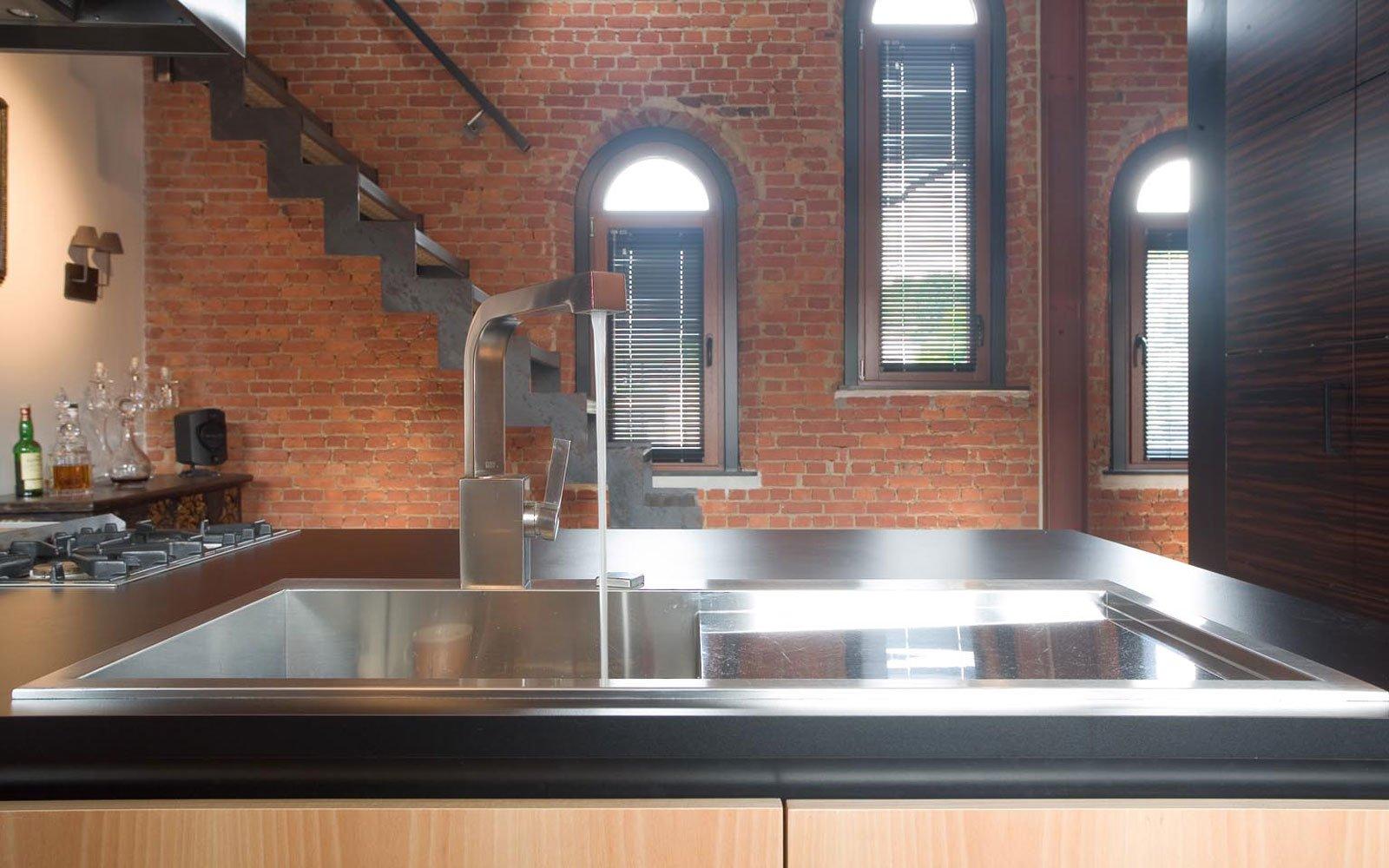 Keuken, maatwerk, kookeiland, fornuis, kraan, woning in klooster, Bart van Wijk