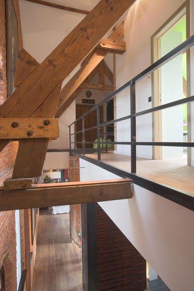 Balustrade, staal, trap, doorkijk, ruimtelijk, verbinding, woning in klooster, Bart van Wijk