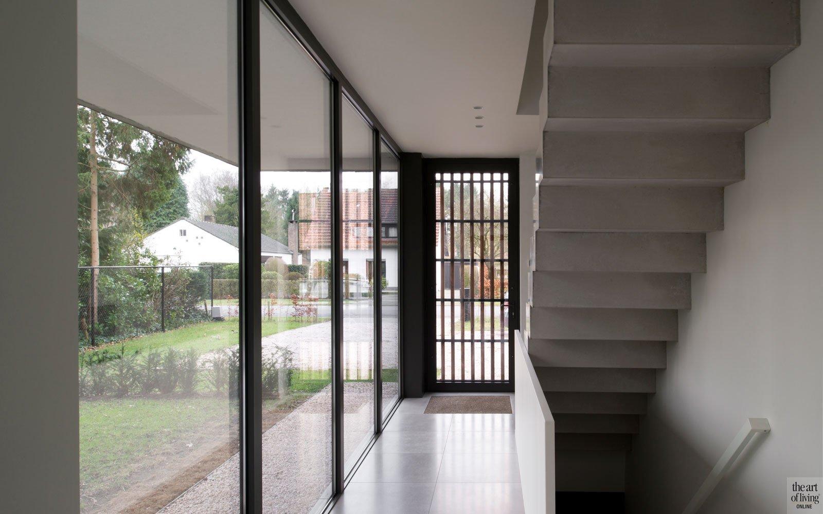 Voordeur, trap, privacy, grote ramen, lichtinval, moderne villa, Leers & Partners