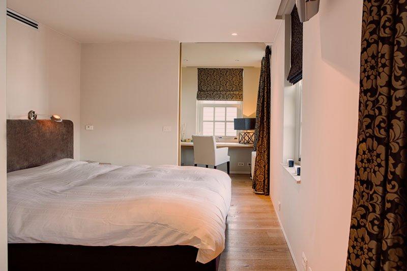 Slaapkamer, houten vloer, bed, boxspring, master bedroom, Amerikaane stijl