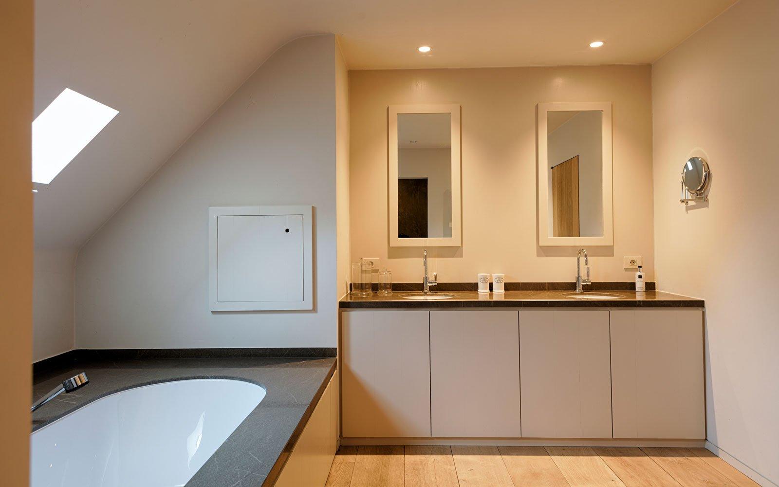 Badkamer, bad, houten vloer, sanitair, wastafel, Amerikaanse stijl