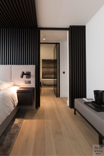 Slaapkamer, master bedroom, badkamer, stalen deuren, Rimadesio, verbinding, modern appartement, DesignbyAnke