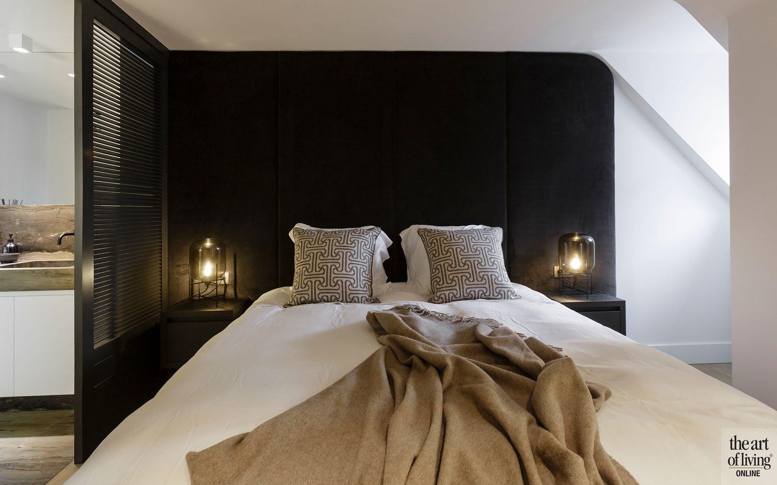 Slaapkamer, master bedroom, bed, boxspring, donkere kleuren, modern appartement, designbyAnke