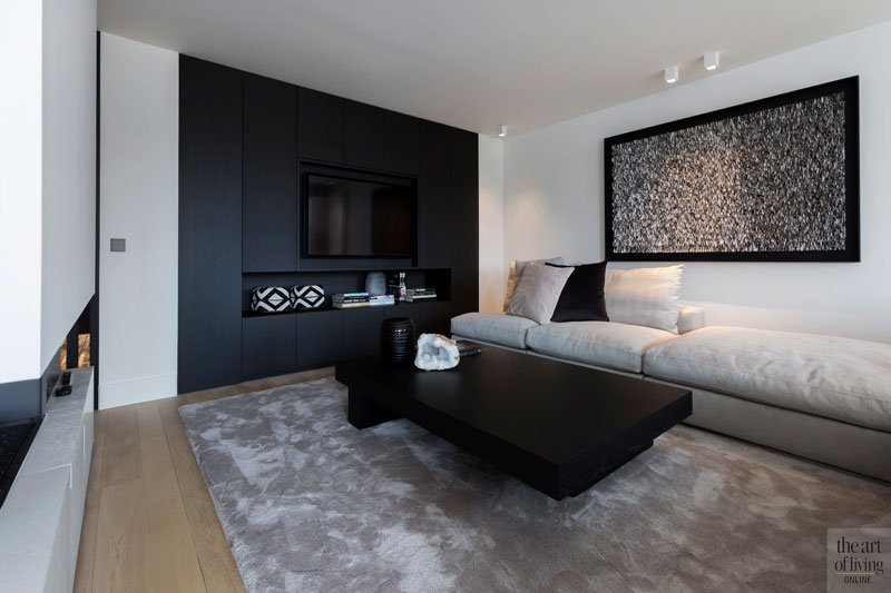 Woonkamer, zithoek, tapijt, kastenwand, Studio Hermanides, modern appartement, designbyanke