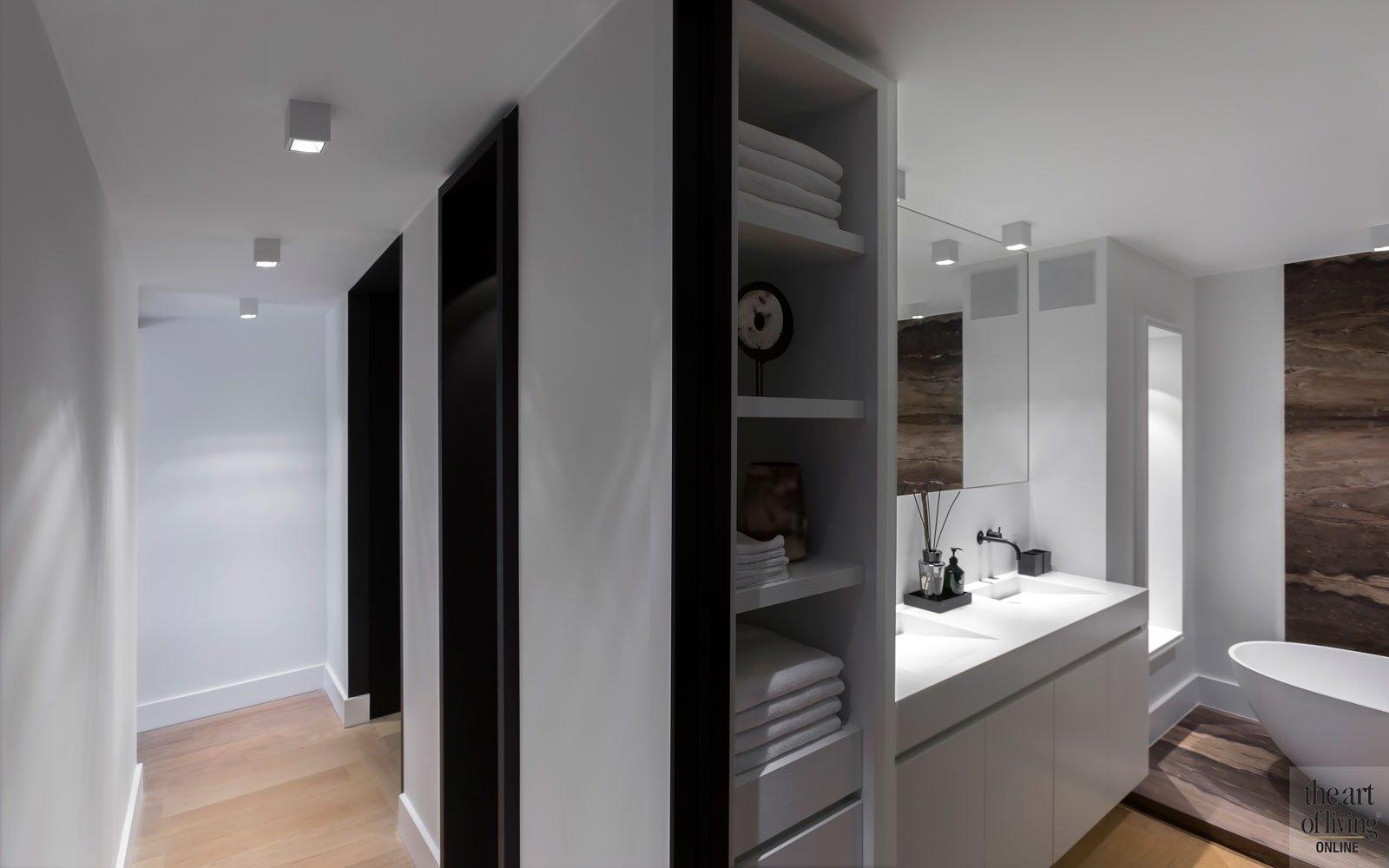 Badkamer, open verbinding, gang, ruimtelijk, donker en licht, modern appartement, DesignbyAnke