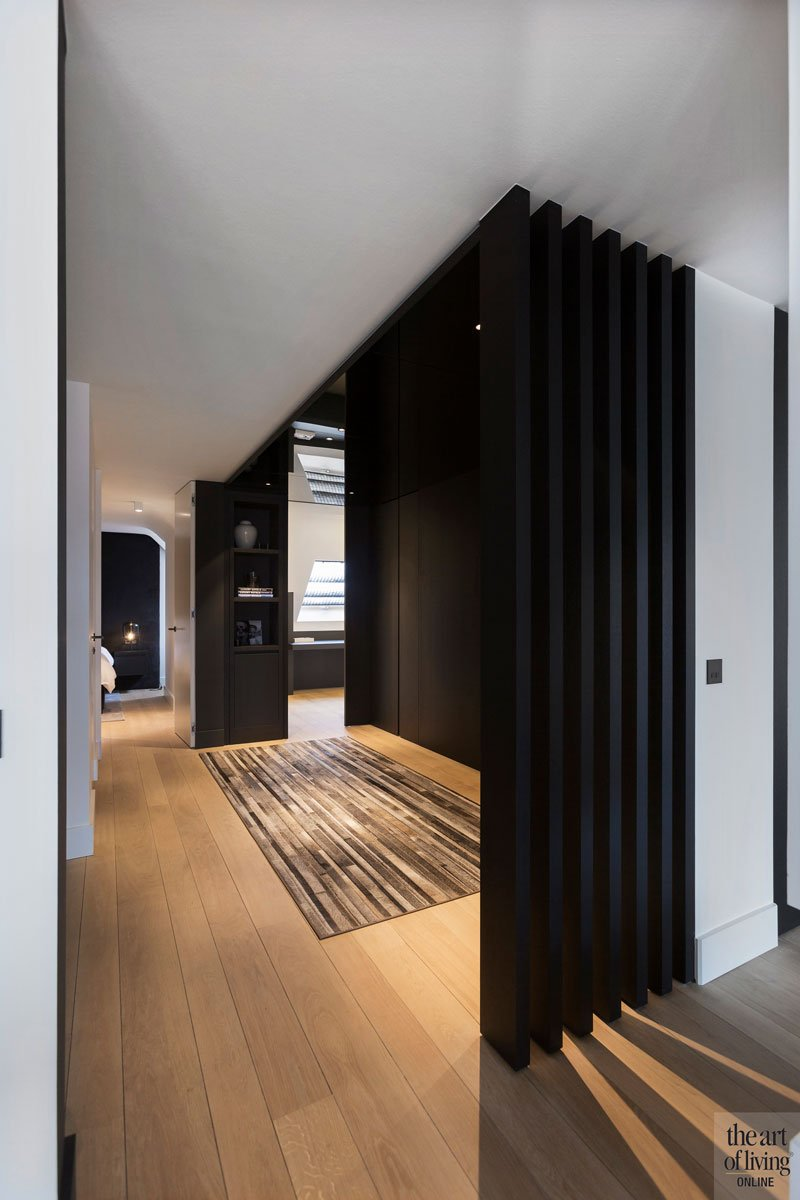 Gang, houten vloer, logeerkamer, badkamer, verbinding, ruimtelijk, houten vloer, modern appartement, designbyAnke