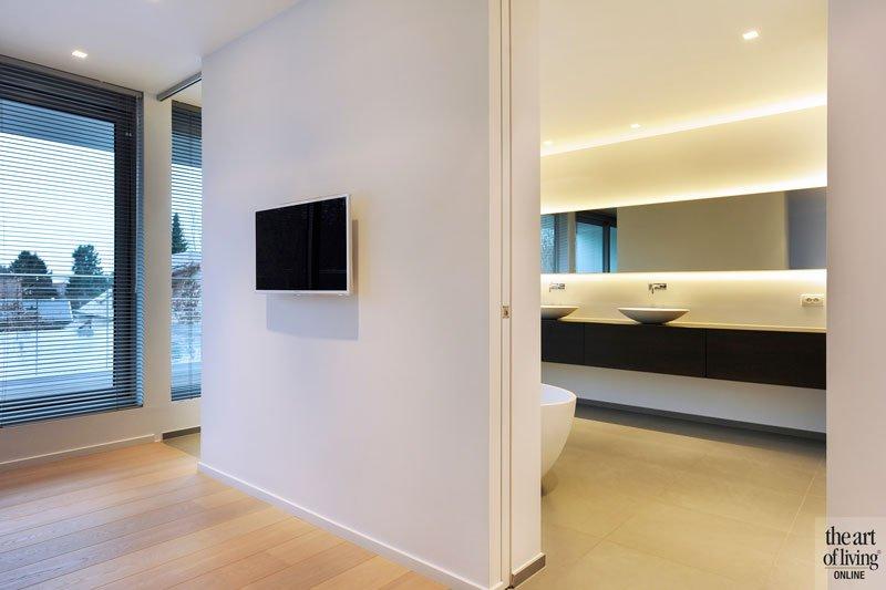 Slaapkamer, master bedroom, badkamer, verbinding, houten vloer, Grobo Parket, symmetrische woning, Schellen Architecten