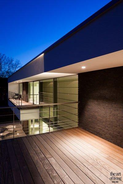 Symmetrische woning, schellen architecten, alucoplast, buitenschrijnwerk, verlichting, lightpoint, zwembad, dakterras