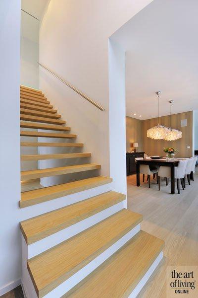 Trap, houten trap, houten vloer, eetkamer, eigentijds villa, Schellen Architecten