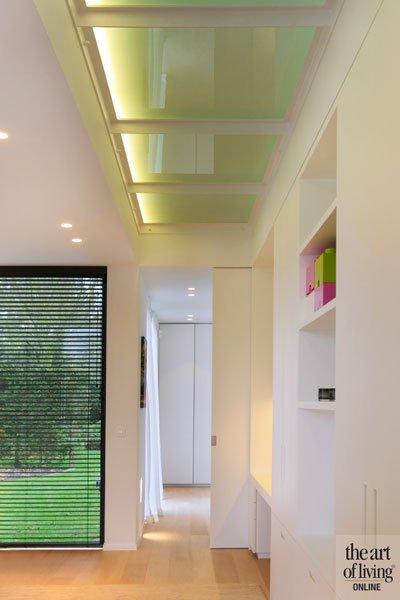 Gang, melkglas, doorzichtig, lichtinval, transparant, eigentijdse villa, Schellen Architecten