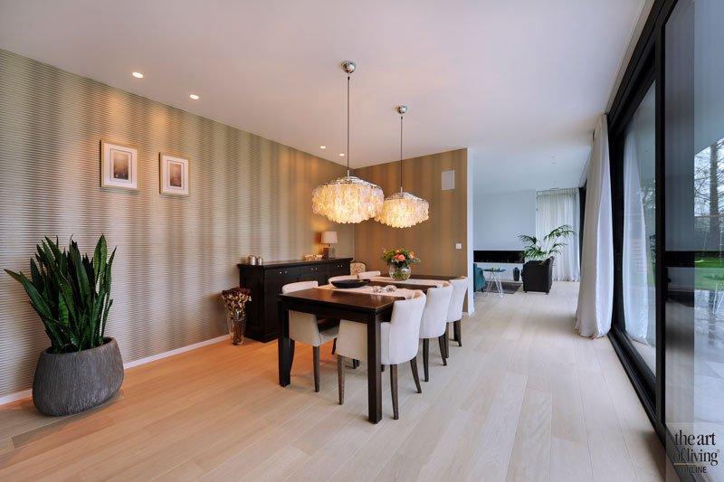 Eetkamer, houten tafel, houten vloer, Grobo Parket, eigentijdse villa, Schellen Architecten