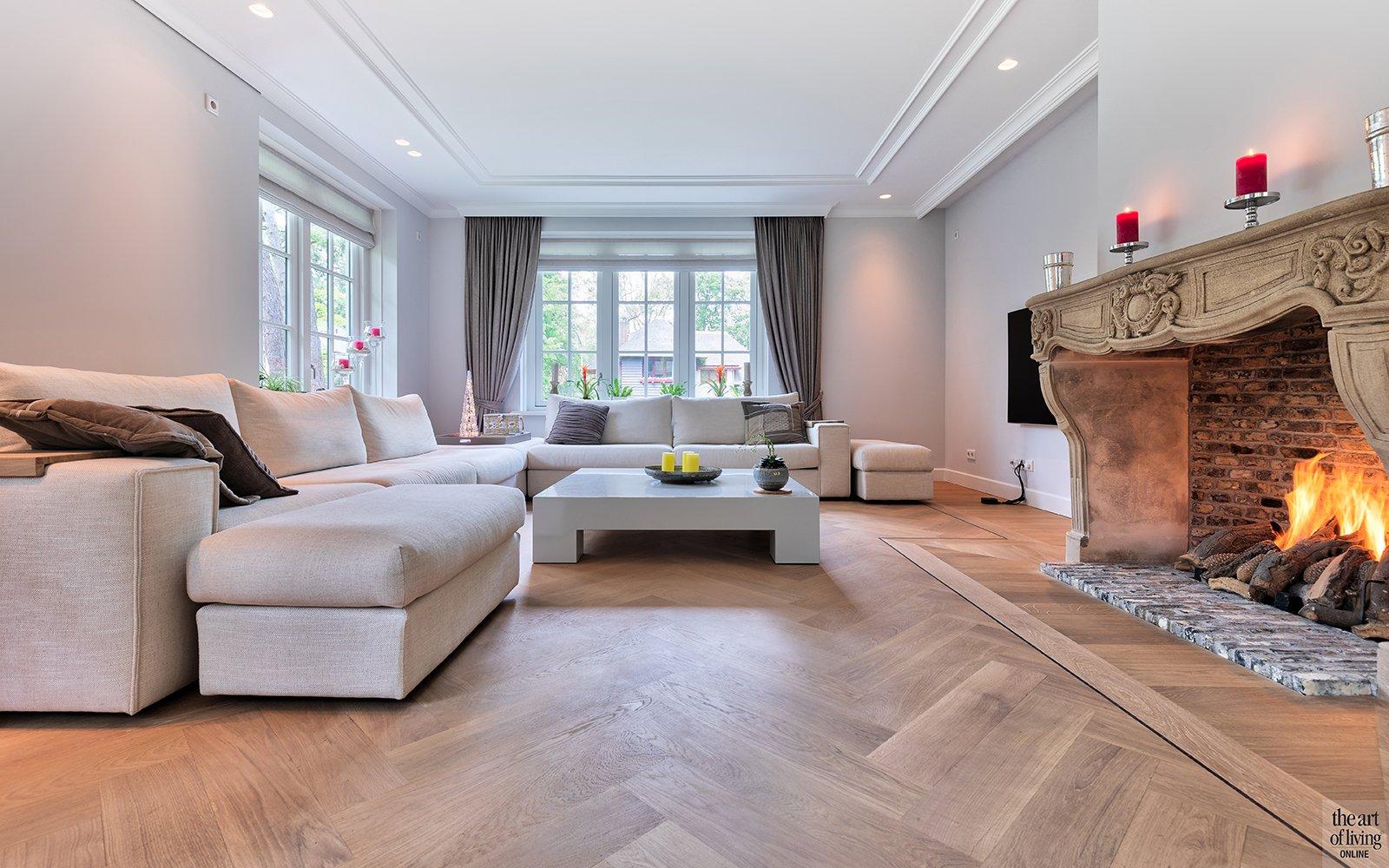 Minimalistische woonkamer gerealiseerd door Architectenburo Berkein en Interieurarchitect Philip Simoen