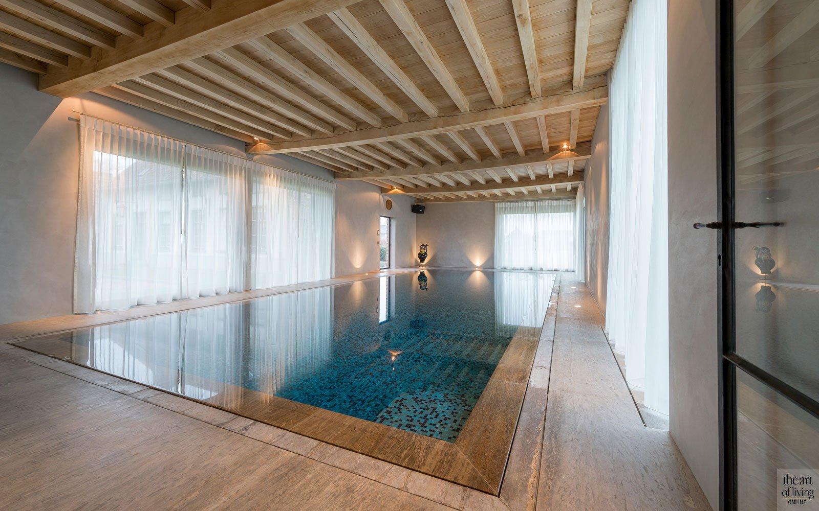 Gerenoveerde hoeve, West Vlaanderen, the art of living, zwembaden, zwembad, binnenzwembad, pool, swimming pool, exclusief