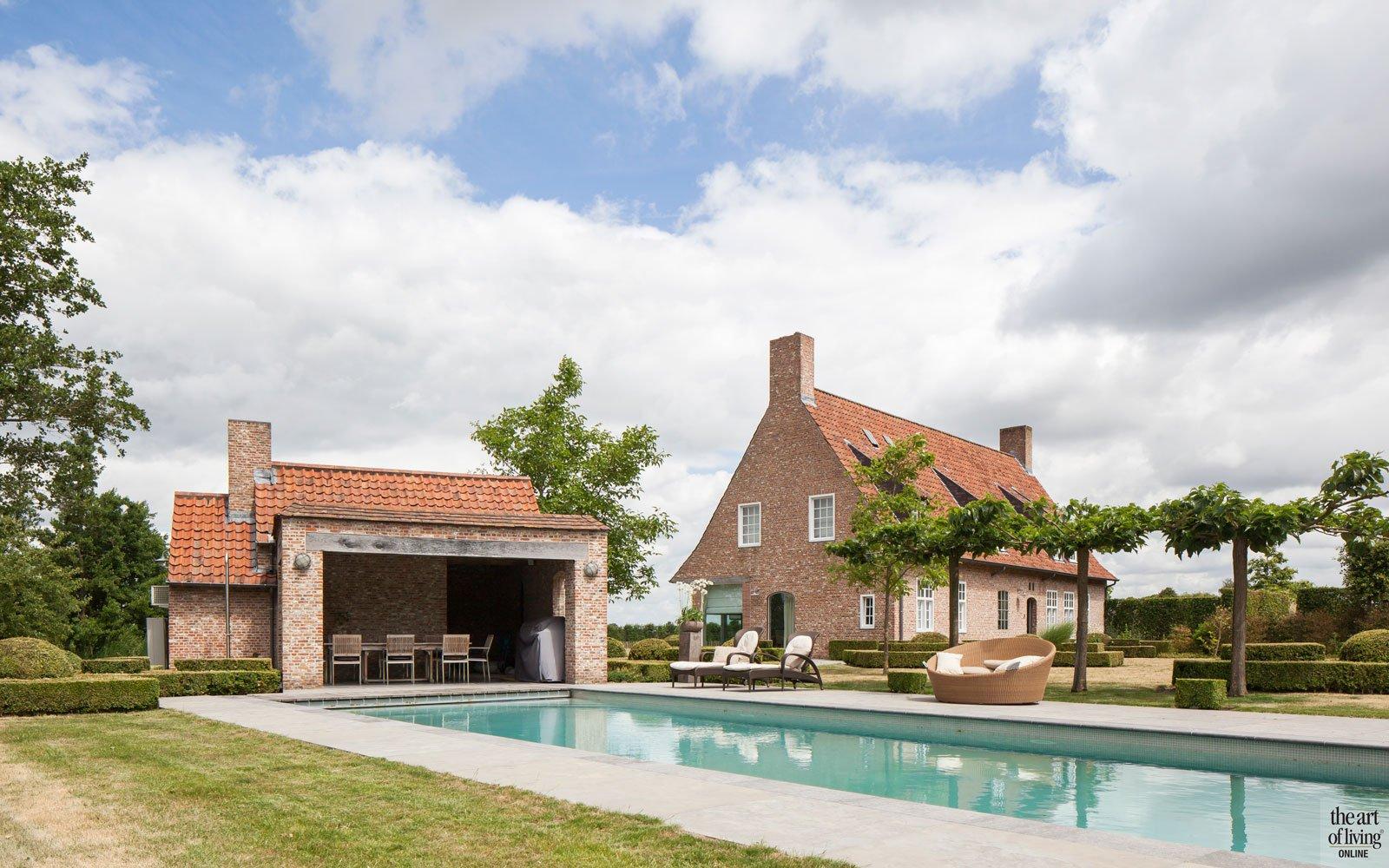 Verbouwde hoeve, Jelle vande casteele, the art of living, zwembad, buitenzwembad, swimming pool, pool, design zwembad, exclusief