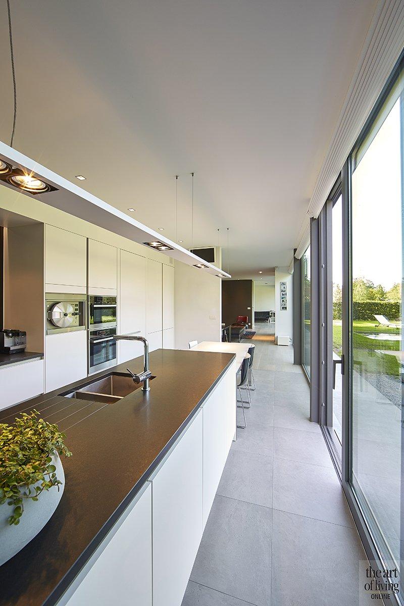 Nieuwbouwwoning, Schellen Architecten, Keuken, Kookeiland, Maatwerk, Kastenwand, Strakke keuken, Witte keuken