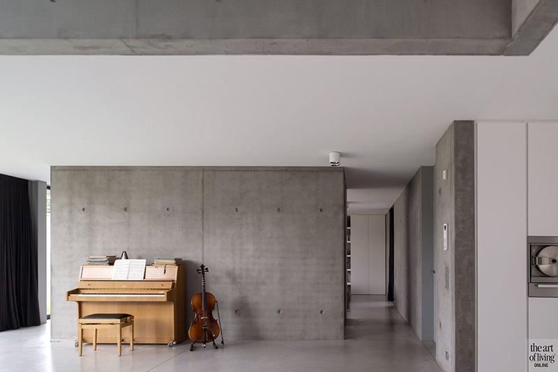 Betonlook, Ellen Vertommen, Interieur, Beton, Piano, cello, Piano in huis, Accessoires