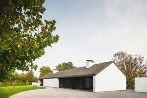 Moderne luxe villa, Architectuuratelier De Jaeghere, glaspartij, achterzijde
