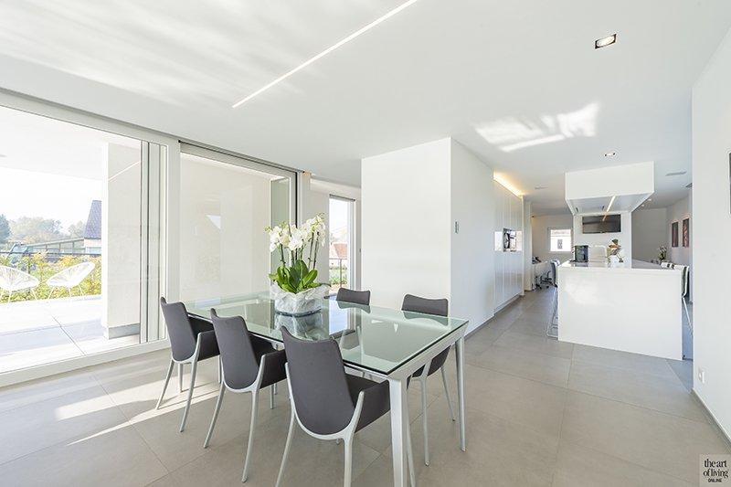 Witte villa, P2 Architecten, Moderne villa, Modern Interieur, Moderne tuin, Zwembad, Buitenmeubilair, Woonkamer, Living, Eetkamer, Uitzicht, Raampartijen