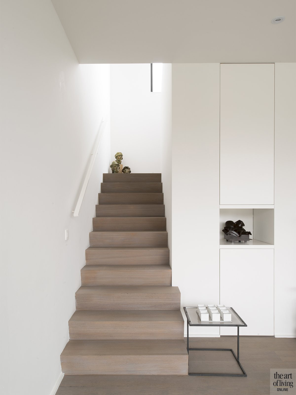 Tijdloos wonen, Kris van den Broeck, Modern interieur, Wit interieur, Strak Interieur, Woonkamer, Trap